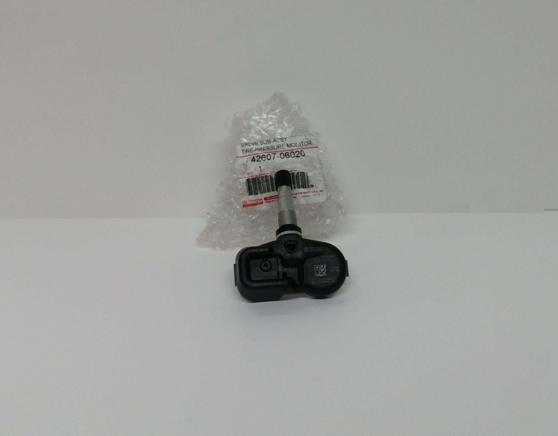 toyota oem tire pressure sensor for avalon camry corolla highlander rav4. Black Bedroom Furniture Sets. Home Design Ideas
